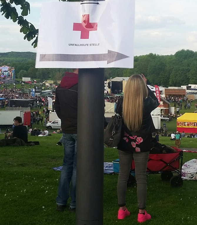 Picture with a poster showing the direction to first aid